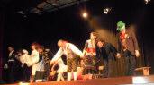 L'elisir d'amore - 2010, Teatro Reims, Firenze - Davide Olivoni, che interpreta Nemorino, è il settimo da sinistra
